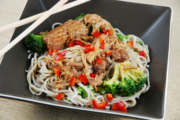 slow-cooker-asian-chicken-with-noodles-and-broccoli