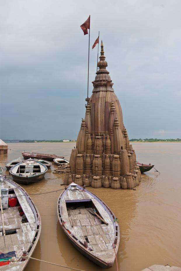 Submerged_Shiva_temple_02